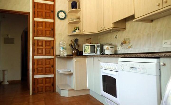 keuken-villa-Happy-Parcent-vakantiehuis-in-spanje