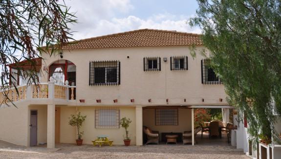 FEA-Front-B&B-Casa-Veraneo-Valladolises-Murcia-vakantiehuis-in-spanje