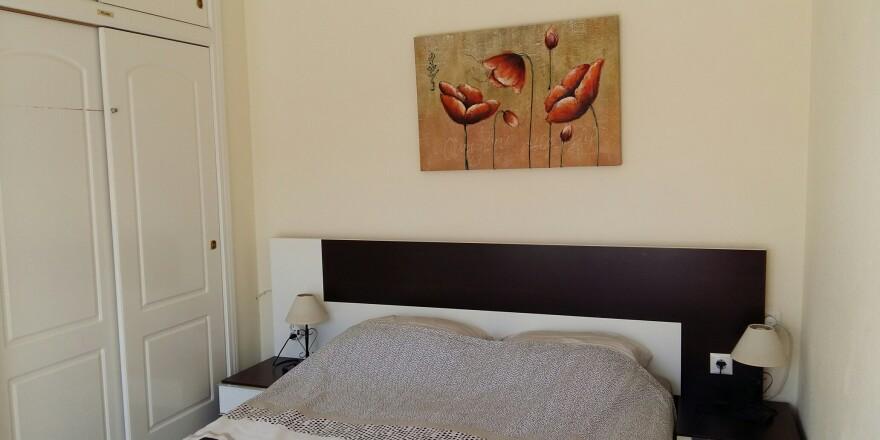 slaapkamer boven met foto klaproos